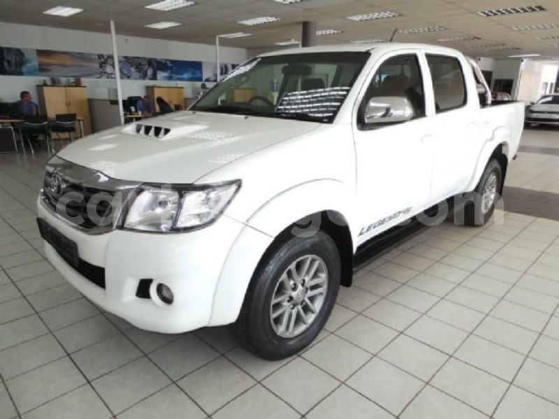 Big with watermark 2014 toyota hilux 1