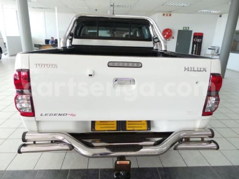 Big with watermark 2014 toyota hilux 4