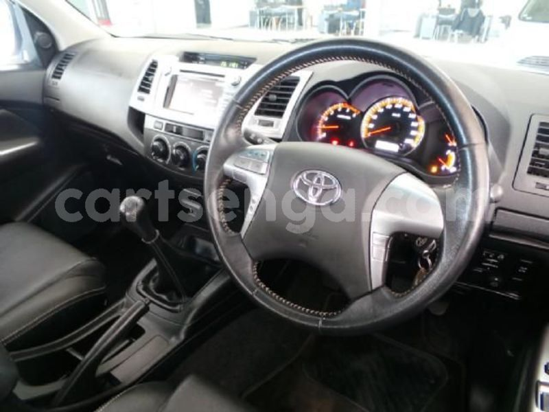 Big with watermark 2014 toyota hilux 6
