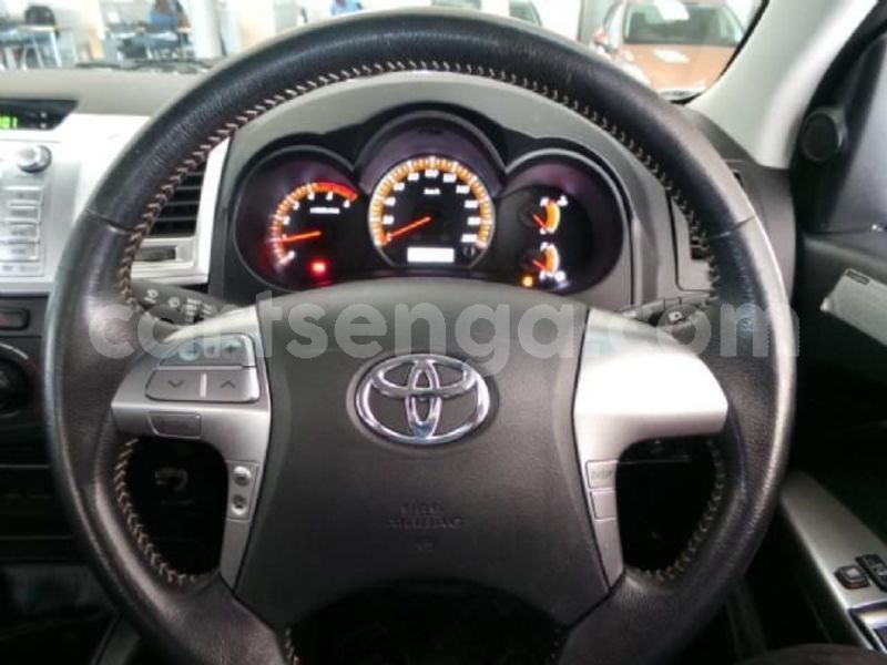 Big with watermark 2014 toyota hilux 9