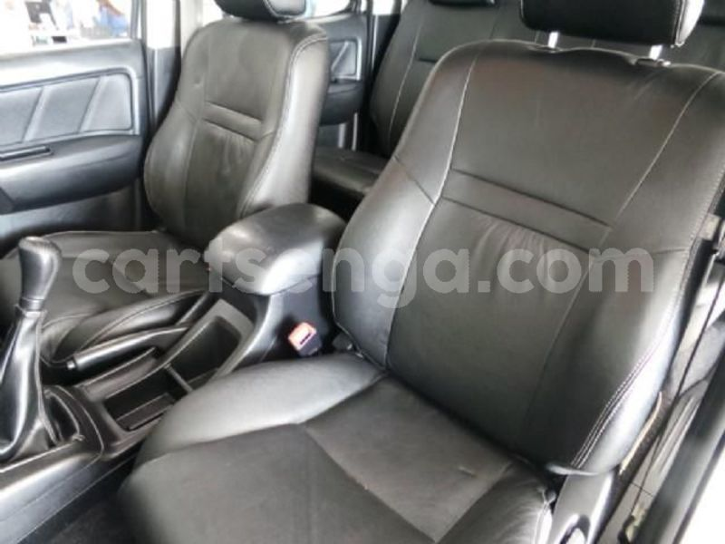 Big with watermark 2014 toyota hilux 10