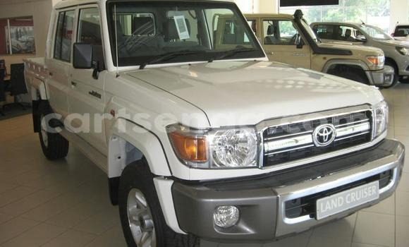 Buy Used Toyota Land Cruiser White Car in Big Bend in Lubombo