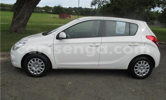 Buy Used Hyundai i20 White Car in Manzini in Swaziland