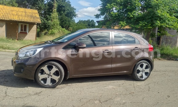 Buy Used Kia Carens Brown Car in Manzini in Swaziland