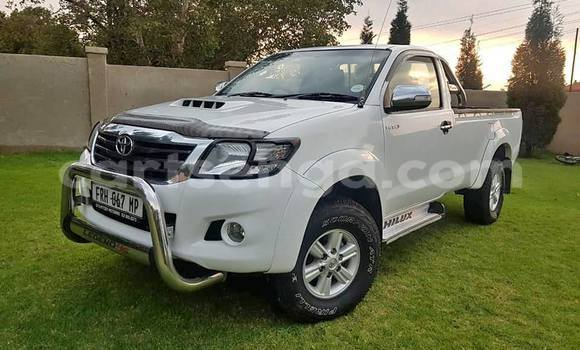 Buy Used Toyota Hilux White Car in Ezulwini in Hhohho