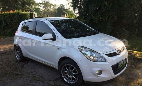 Buy Hyundai i20 White Car in Manzini in Swaziland