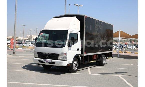 Acheter Importé Voiture Mitsubishi Carisma Noir à Import - Dubai, Hhohho