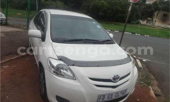 Buy Used Toyota Yaris White Car in Bhunya in Manzini