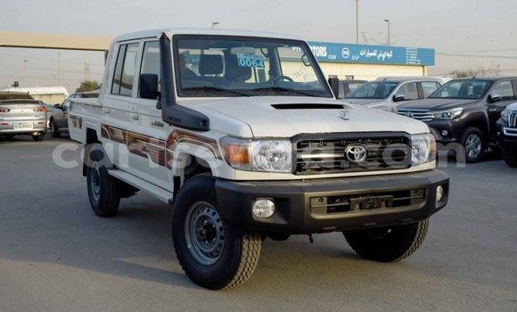 Buy Import Toyota Pickup White Car in Import - Dubai in Hhohho