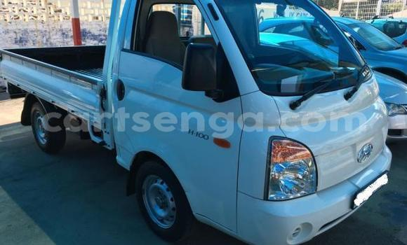 Buy Used Hyundai H200 White Truck in Import - Dubai in Hhohho