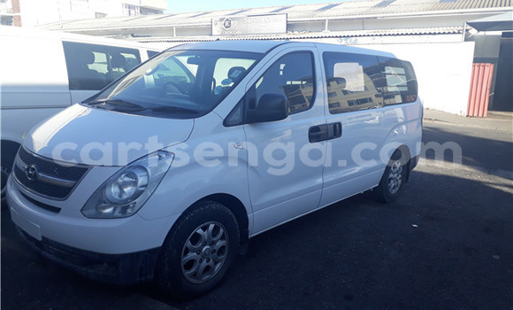 Buy Used Hyundai H1 White Car in Big Bend in Lubombo District