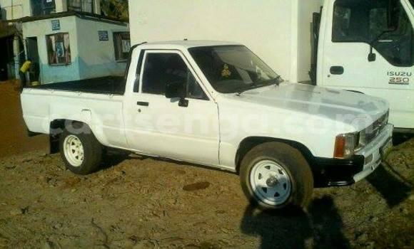 Buy Used Toyota Pickup White Car in Manzini in Swaziland