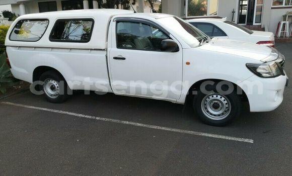 Buy Used Toyota Hilux White Car in Lobamba in Manzini