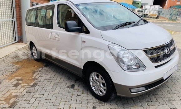 Buy Used Hyundai H1 White Car in Ezulwini in Hhohho