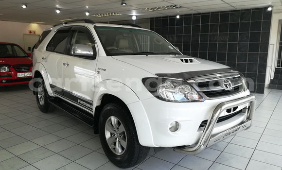 Acheter Occasion Voiture Toyota Fortuner Blanc à Ezulwini, Hhohho
