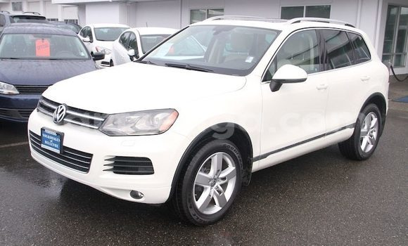 Buy Used Volkswagen Touareg White Car in Lobamba in Manzini