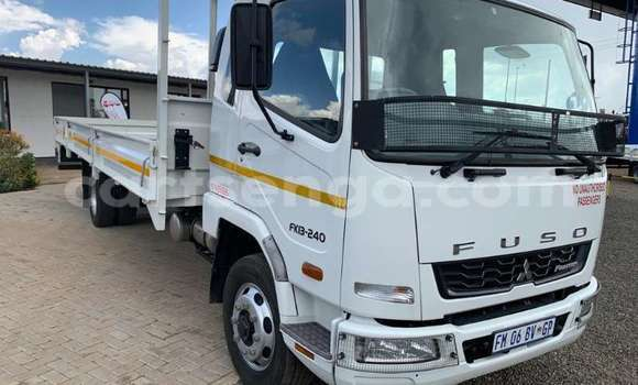 Buy Used Mitsubishi L400 White Truck in Ezulwini in Hhohho