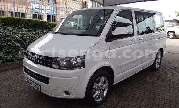 Buy Used Volkswagen Caravelle White Car in Mbabane in Manzini