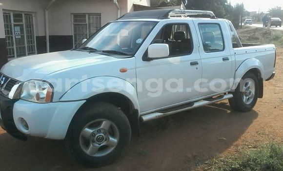 Buy Used Nissan Navara White Car in Manzini in Swaziland