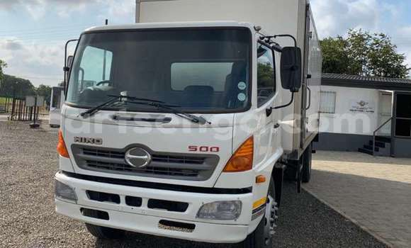 Buy Used Toyota Ractis White Car in Mbabane in Manzini