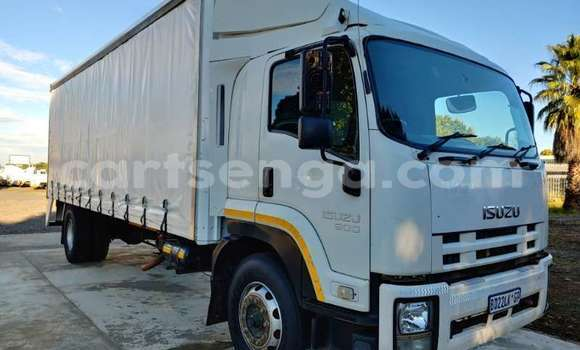 Medium with watermark isuzu truck curtain side fvr900 t freighter curtain side 2011 id 62997695 type main