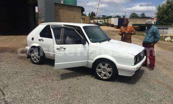 Buy Used Volkswagen Golf White Car in Manzini in Swaziland
