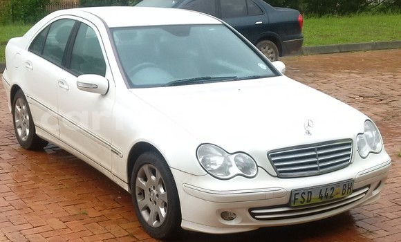 Buy Used Mercedes‒Benz 200 White Car in Mbabane in Swaziland