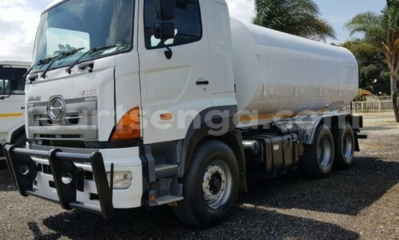 Medium with watermark 2012 hino 700 profia 16000litre2