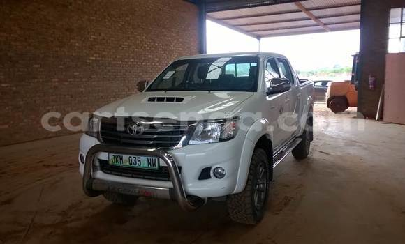 Buy Used Toyota Hilux White Car in Mbabane in Swaziland