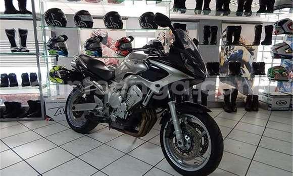 Buy Used Yamaha FZR Silver Moto in Manzini in Swaziland