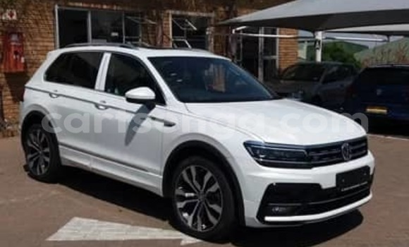 Medium with watermark 2015 volkswagen tiguan 4