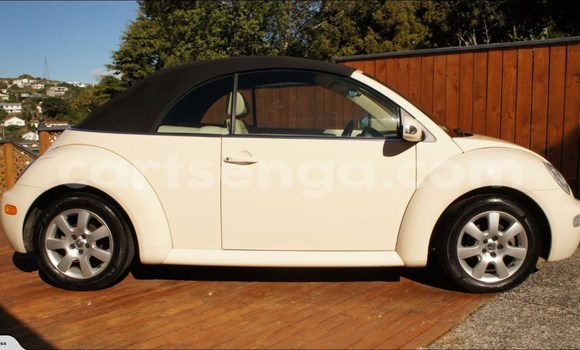 Buy Used Volkswagen Beetle White Car in Malkerns in Swaziland