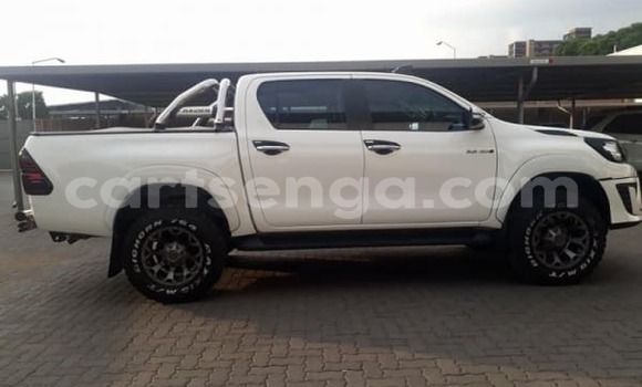 Buy Used Toyota Hilux White Car in Siteki in Swaziland