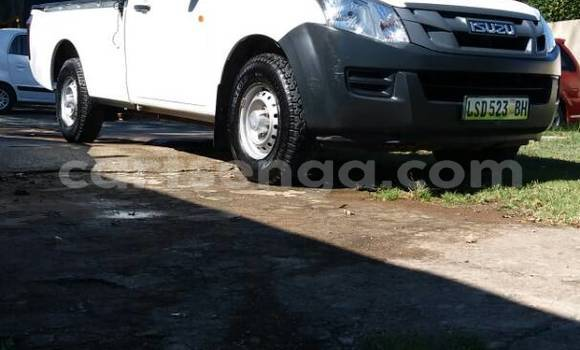 Buy Used Isuzu D-MAX White Car in Manzini in Swaziland