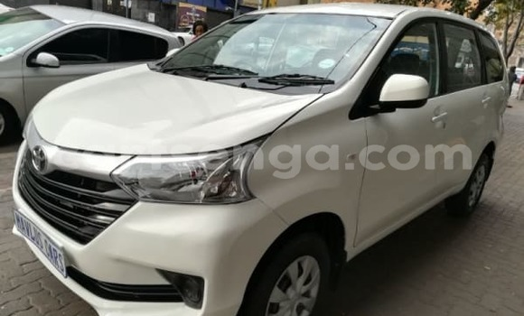 Buy Used Toyota Altezza White Car in Malkerns in Swaziland