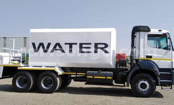 Medium with watermark mercedes benz water bowser mercedes benz 3335 16 000 litre water bowser 2012 id 64187776 type main