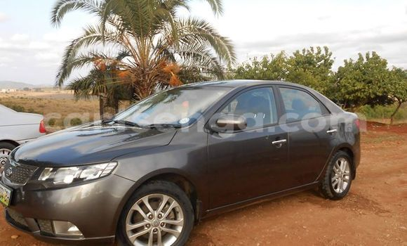 Buy Used Kia Carens Black Car in Manzini in Swaziland