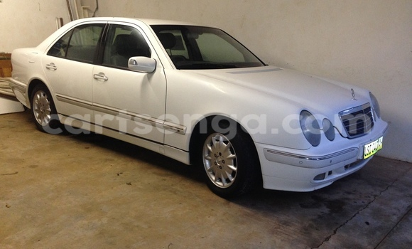 Buy Used Mercedes‒Benz E-Class White Car in Malkerns in Swaziland
