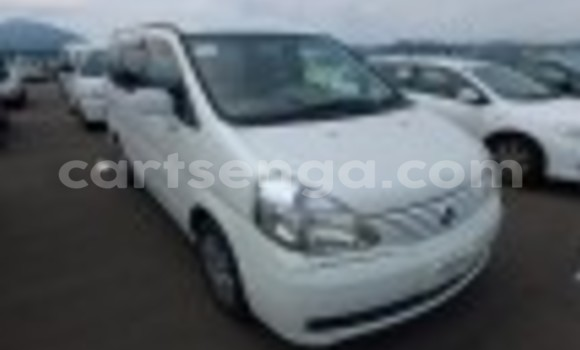 Buy Used Nissan Serena White Car in Mbabane in Swaziland