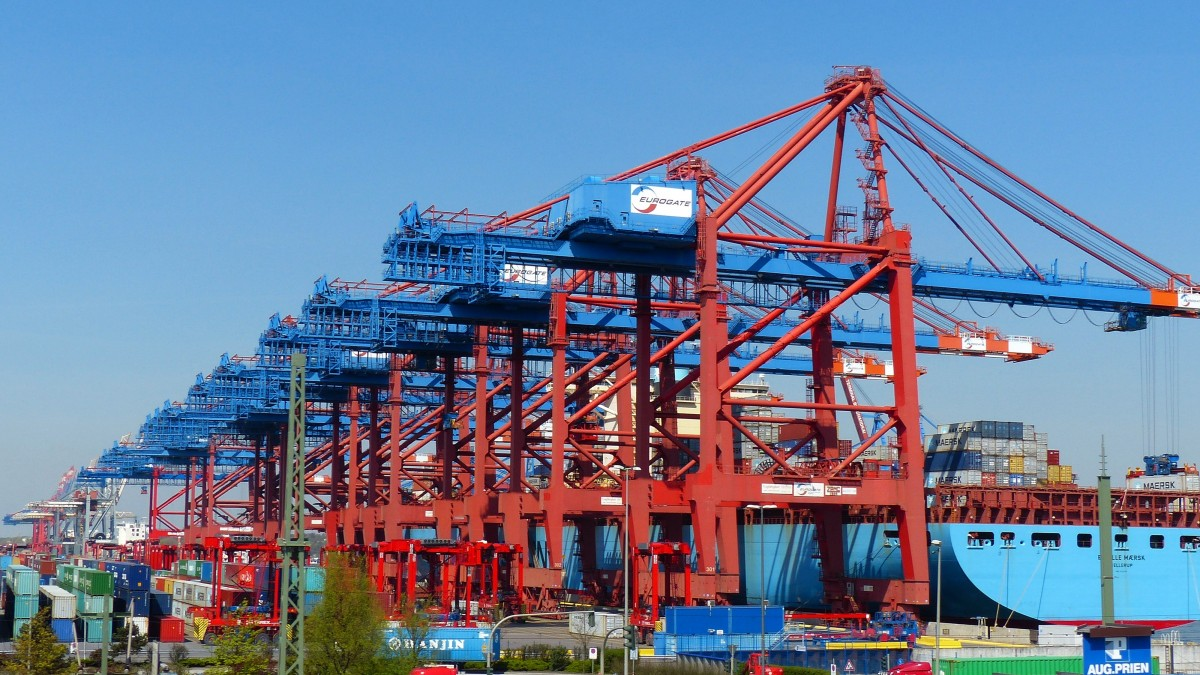 Container gantry crane container container handling container ship port cargo hamburg port freighter 1038430.jpg d